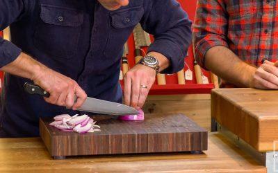Dùng Dao Đúng Cách: Chia Sẻ Bí Quyết Từ Những Người Đầu Bếp